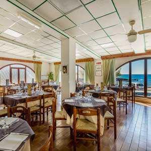 Services: The restaurant on the sea front